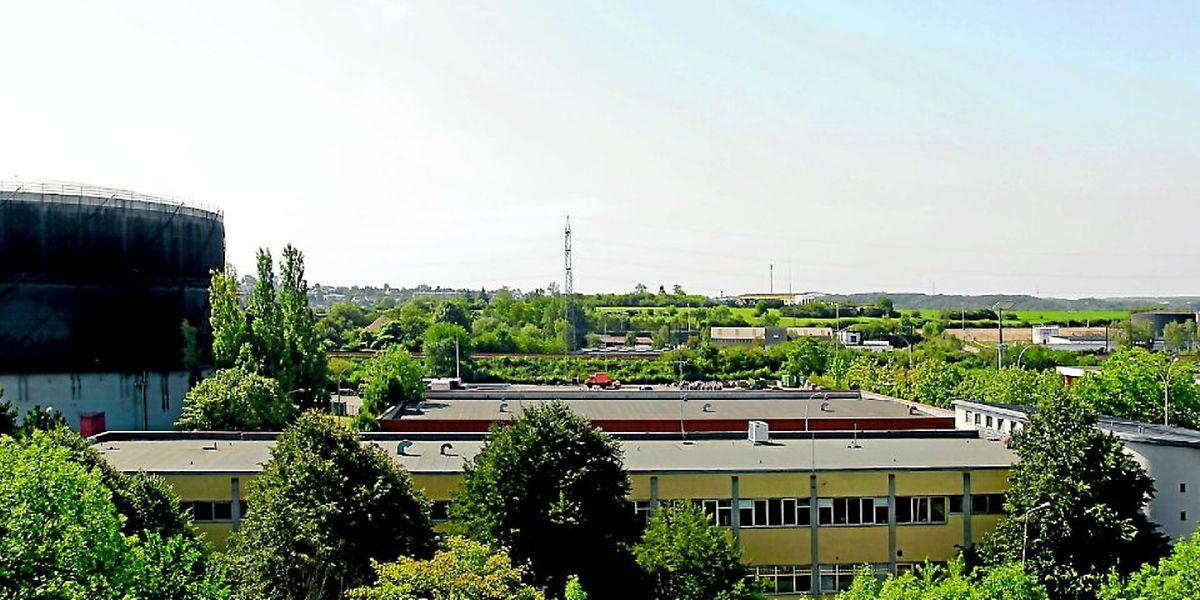 """Das Gasometer beherrscht die """"Skyline"""" des Stadtteils Hollerich im Bereich des Ausläufers der Autobahn seit Jahrzehnten."""
