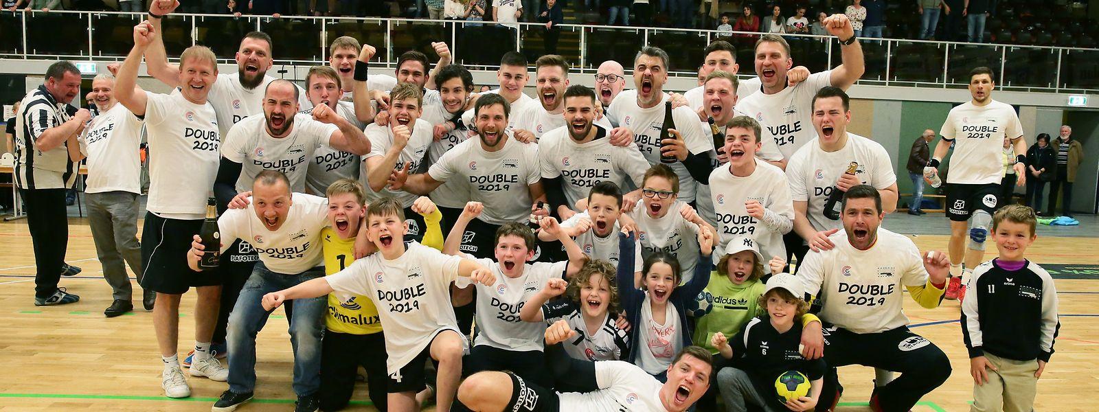 Seit der Fusion 2001 hat Esch neun Meisteritel geholt. Auf dem Foto feiern Spieler und Verantowrtliche den Erfolg der Saison 2018/19.