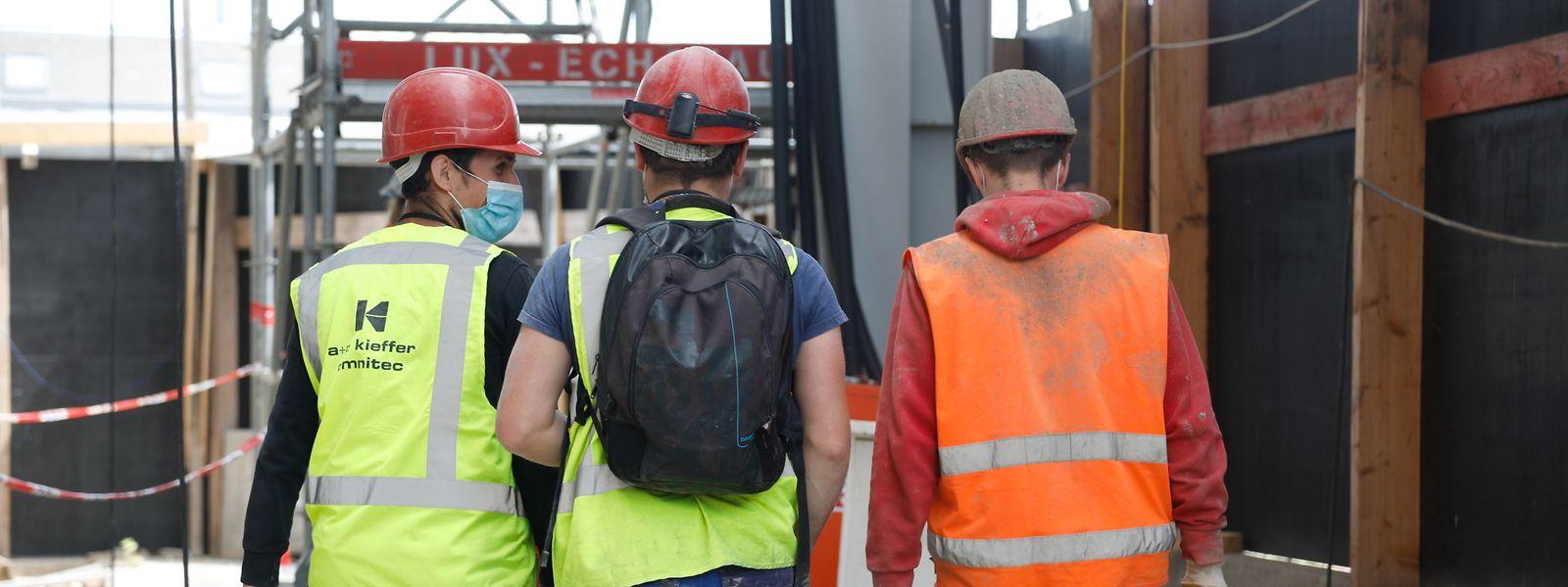Plus durement touché, le secteur de la construction sera davantage ciblé par les tests dès le retour des ouvriers de leur congé d'été.