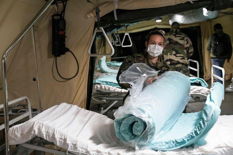 Le régiment militaire médical de Valbonne installe un hôpital de campagne à Mulhouse.