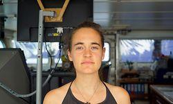 ARCHIV - 20.06.2019, ---, Mittelmeer: HANDOUT - Carola Rackete aus Kiel, deutsche Kapitänin der «Sea-Watch 3», aufgenommen an Bord des Rettungschiffs. Die Kapitänin des Rettungsschiffs ist bereit, die Konfrontation mit der italienischen Regierung weiter eskalieren zu lassen. Wenn es keine Einigung über die Migranten an Bord gebe und das Schiff somit anlegen dürfe, sei sie bereit, ohne Erlaubnis in den Hafen der Insel Lampedusa zu fahren, sagte sie der Deutschen Presse-Agentur am Donnerstag. «Die Situation (auf dem Schiff) ist aktuell sehr angespannt.» Sie könne nicht mehr für die Sicherheit der Menschen an Bord garantieren. Manche drohten über Bord zu springen. Foto: Till M. Egen/Sea-Watch.org/dpa - ACHTUNG: Nur zur redaktionellen Verwendung und nur mit vollständiger Nennung des vorstehenden Credits +++ dpa-Bildfunk +++