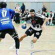Handball Meisterschaft der Spielzeit 2018-19 zwischen dem HB Esch und dem HB Dudelingen am 15.12.2018 Max KOHL (7 HBE) vor Tommy WIRTZ (17 HBD)