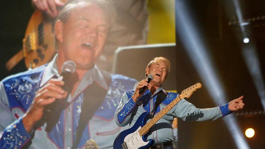 L'artiste de country Glen Campbell lors du Country Music Association (CMA) Music Festival à Nashville, Tennessee en 2012.