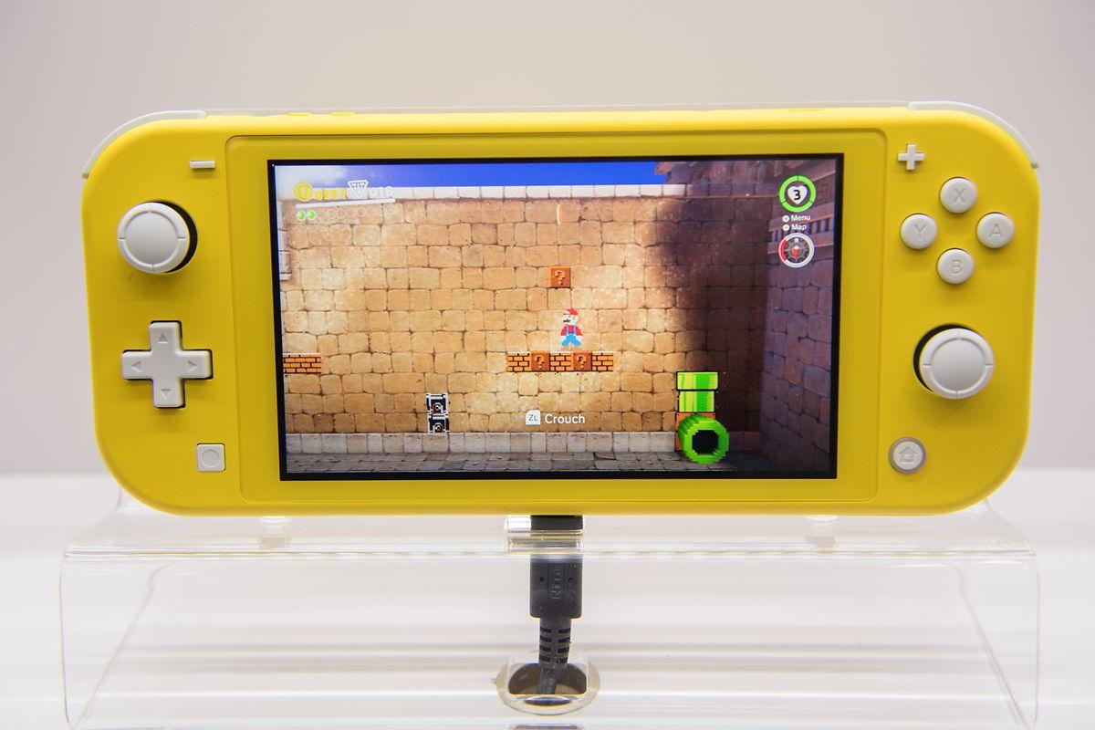 Nintendos Switch Lite ist die reduzierte und noch mobilere Version der Spielkonsole Nintendo Switch. Kostenpunkt: rund 230 Euro.