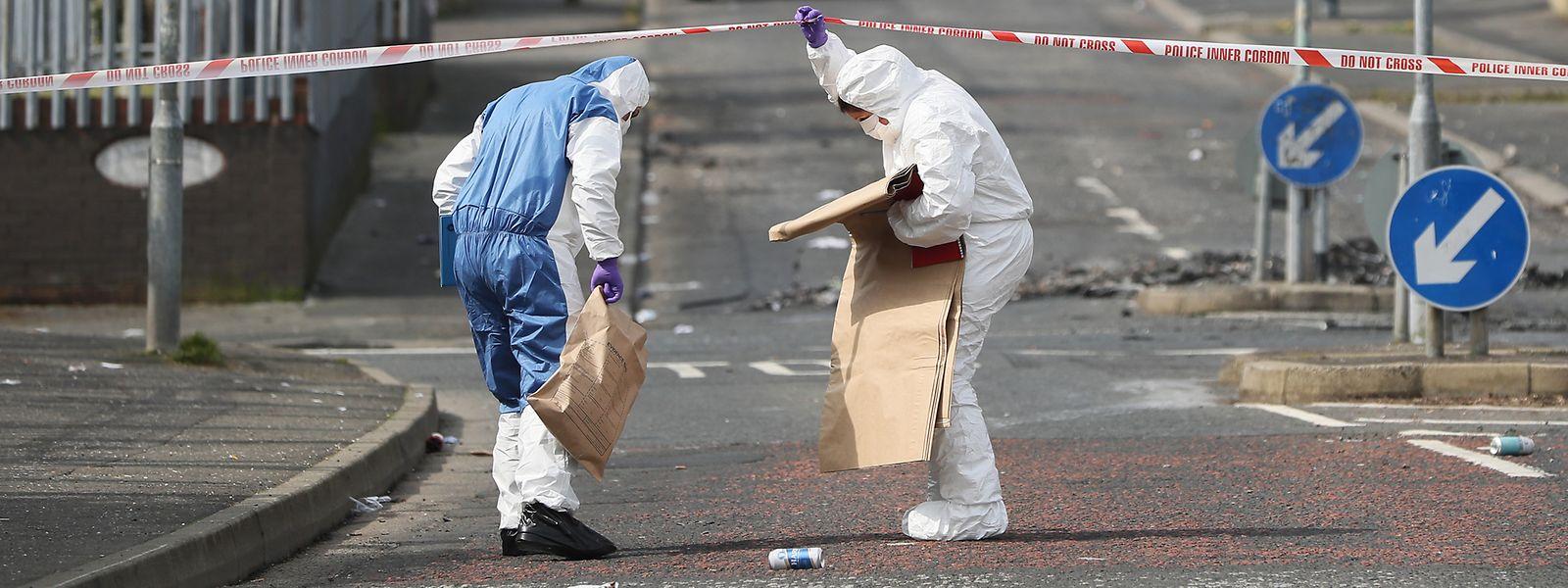 Mitarbeiter der Spurensicherung arbeiten am Tatort, wo eine 29-jährige Journalistin bei gewaltsamen Ausschreitungen mit einem Kopfschuss getötet wurde.