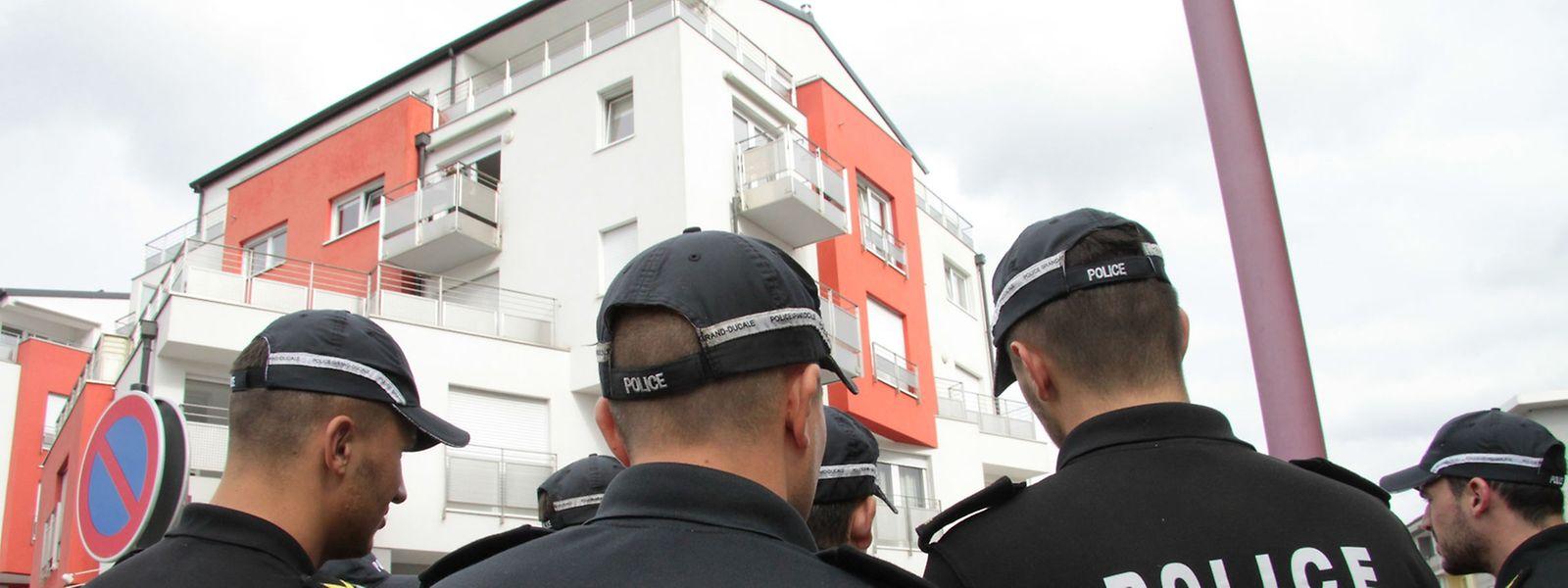 Die Ermittlungen drehten sich am Mittwoch um das Mehrfamilienhaus in Bereldingen.