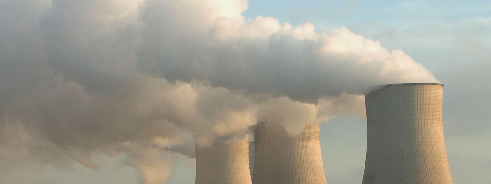 Der Gedanke: Durch die erhöhten Kosten, die durch das Haftungsgesetz theoretisch entstehen könnten, sollen veraltete Atommeiler, wie das von Cattenom, sich für EDF nicht mehr rentieren.