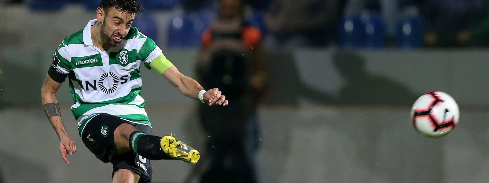 Bruno Fernandes marcou assim, num livre direto, o terceiro golo sportinguista.
