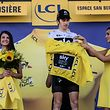 Great Britain's Geraint Thomas puts on the overall leader's yellow jersey on the podium after winning the eleventh stage of the 105th edition of the Tour de France cycling race between Albertville and La Rosiere, French Alps, on July 18, 2018. / AFP PHOTO / Philippe LOPEZ