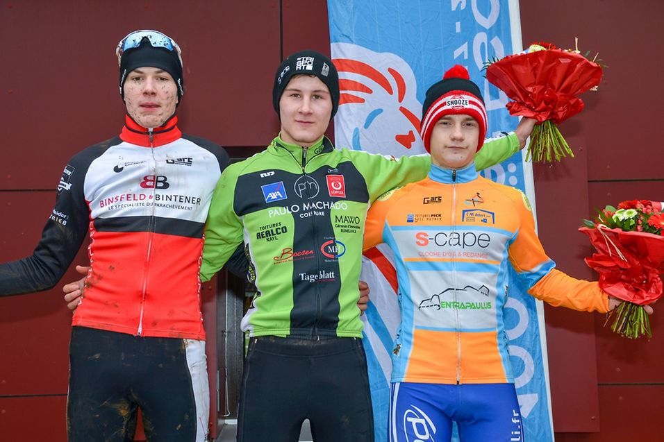 Le podium des juniors avec de gauche à droite Arthur Kluckers (VC Schengen), Nicolas Kess (LC Kayl) et Mik Esser (CT Atertdaul).