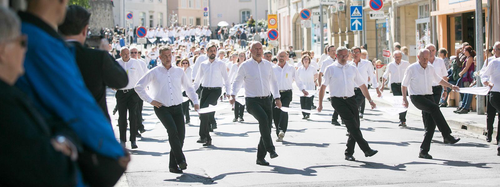 2019 war es noch möglich, in diesem Jahr muss das traditionelle Springen in Echternach ausfallen. Veranstalter und Gläubige freuen sich jetzt auf 2021.