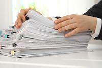 Simplification administrative Dossier Akten Bureau Büro SHUTTERSTOCK