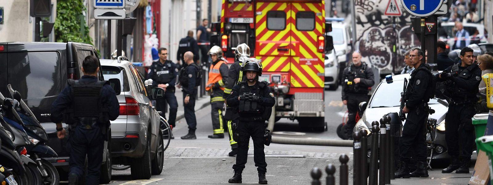 Am Tatort war ein größeres Polizeiaufgebot zu beobachten.