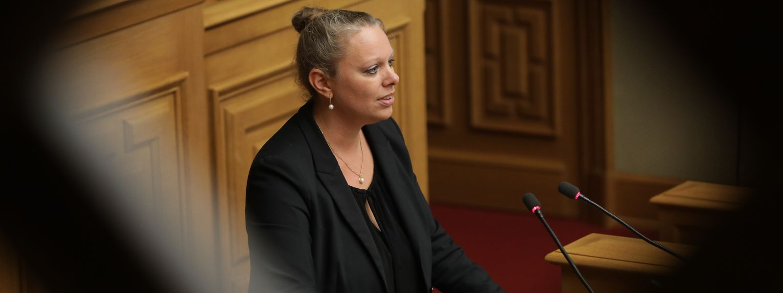 Umweltministerin Carole Dieschbourg spricht am Donnerstag in der Chamber.