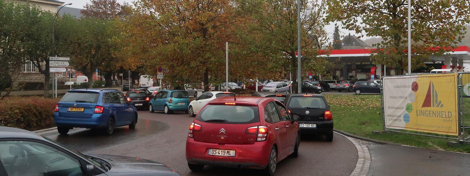 Ein außergewöhnlicher Andrang herrschte am Donnerstag bei der Tankstelle am Kreisverkehr Terres Rouges in Esch/Alzette.