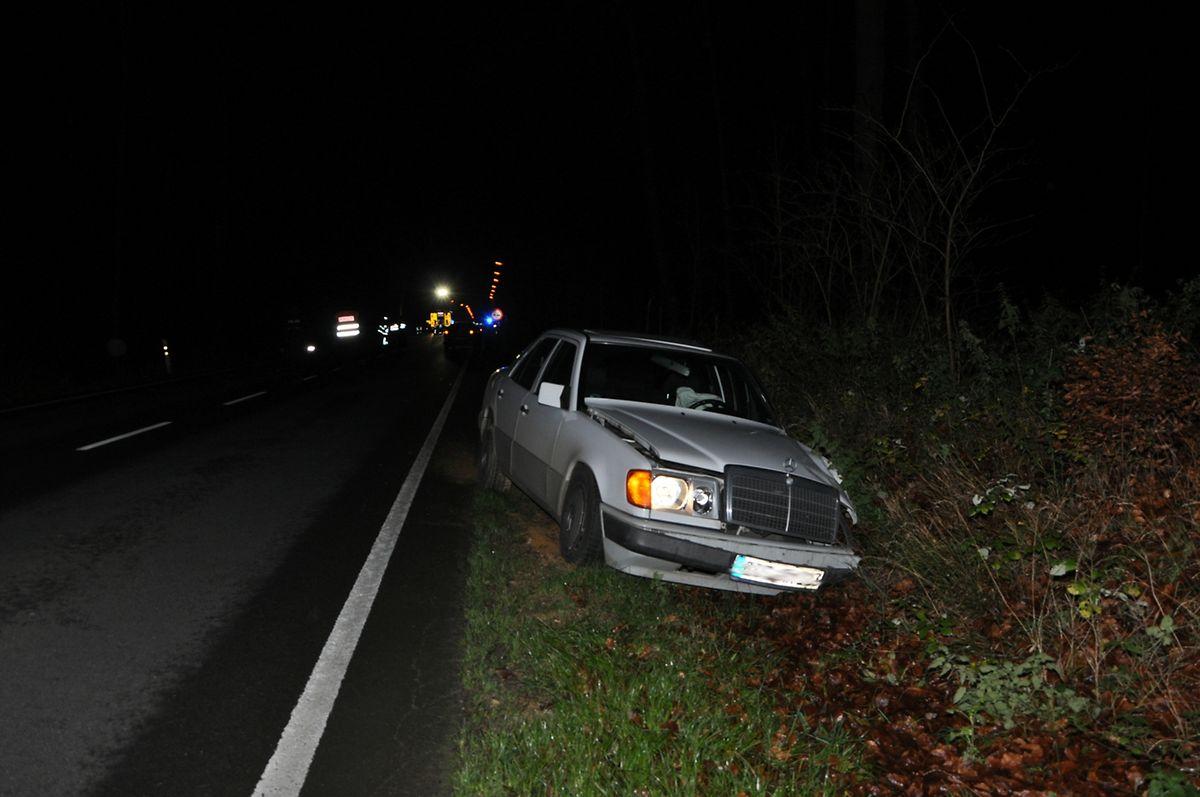 Das entgegenkommende Auto landete im Straßengraben.
