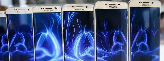 Beim neuen Galaxy S6 Edge ist das Display um die Seite gebogen.