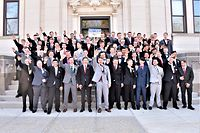 Fast alle männlichen Schüler dieser amerikanischen Abschlussklasse 2019 amüsieren sich über den Hitlergruß. Außer Jordan Blue (hinten rechts).