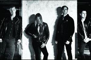 Auf dem neuen Albumcover ist Iggy Pop (2. v.l.) mit seinen Mitmusikern zu sehen.