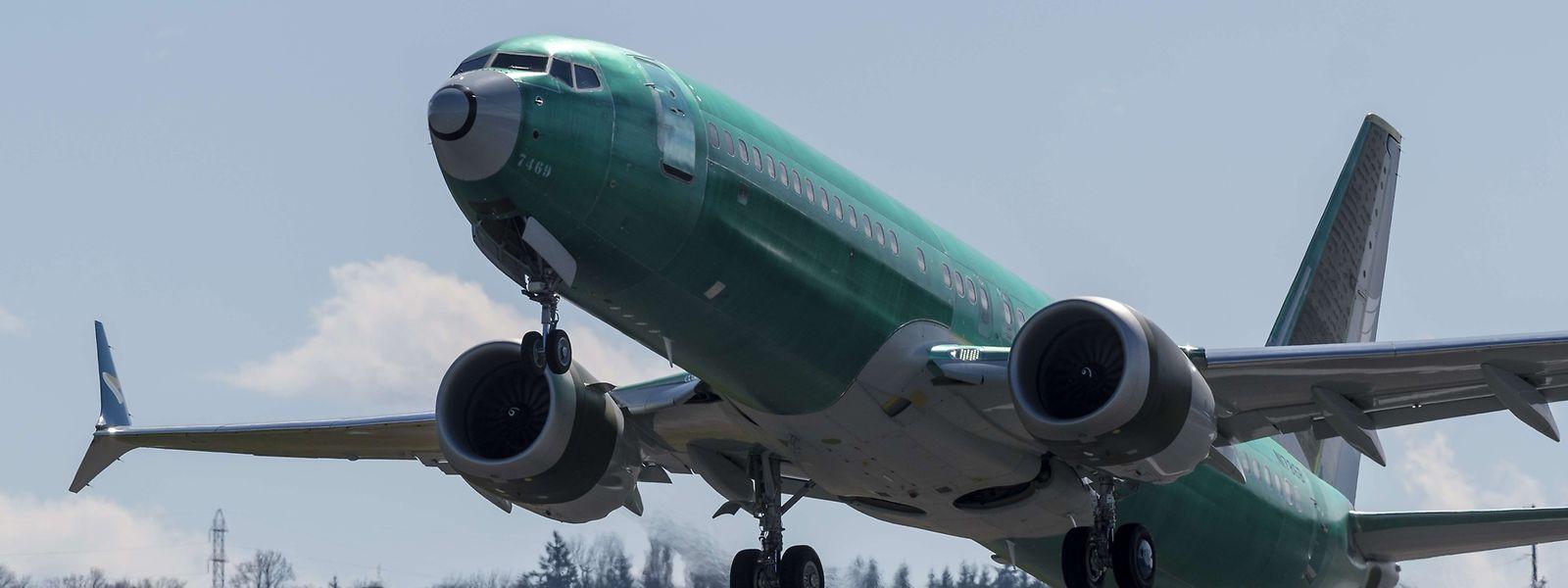 Eine Boeing 737 MAX 8 beim Start.