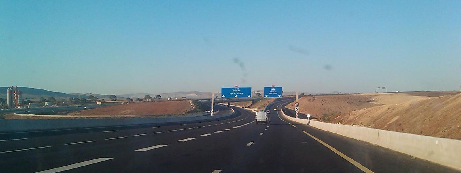 """Autoroute Est-Ouest"": 1.216 Kilometer Asphalt für 13 Milliarden Dollar."