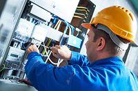 Elektriker und andere Berufe werden dringend gesucht – der Bedarf wird zunehmen, wenn bald die Pensionierungswelle anrollt.