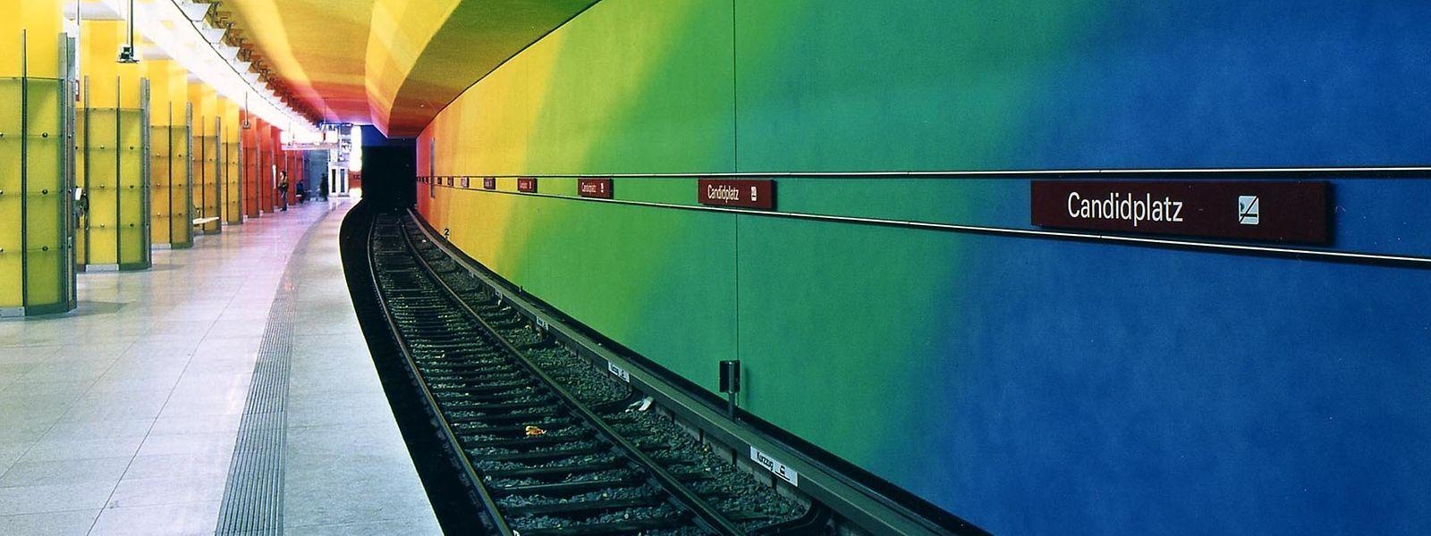 Regenbogen statt Blau und Weiß: Design in der U-Bahn-Station Candidplatz in München.