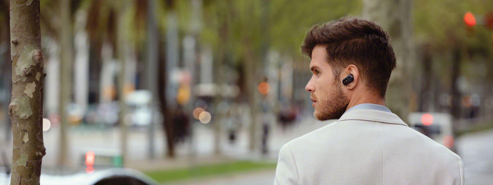 Lärmreduzierende Kopfhörer, die Geräusche um sich herum vergessen machen, liegen schwer im Trend.