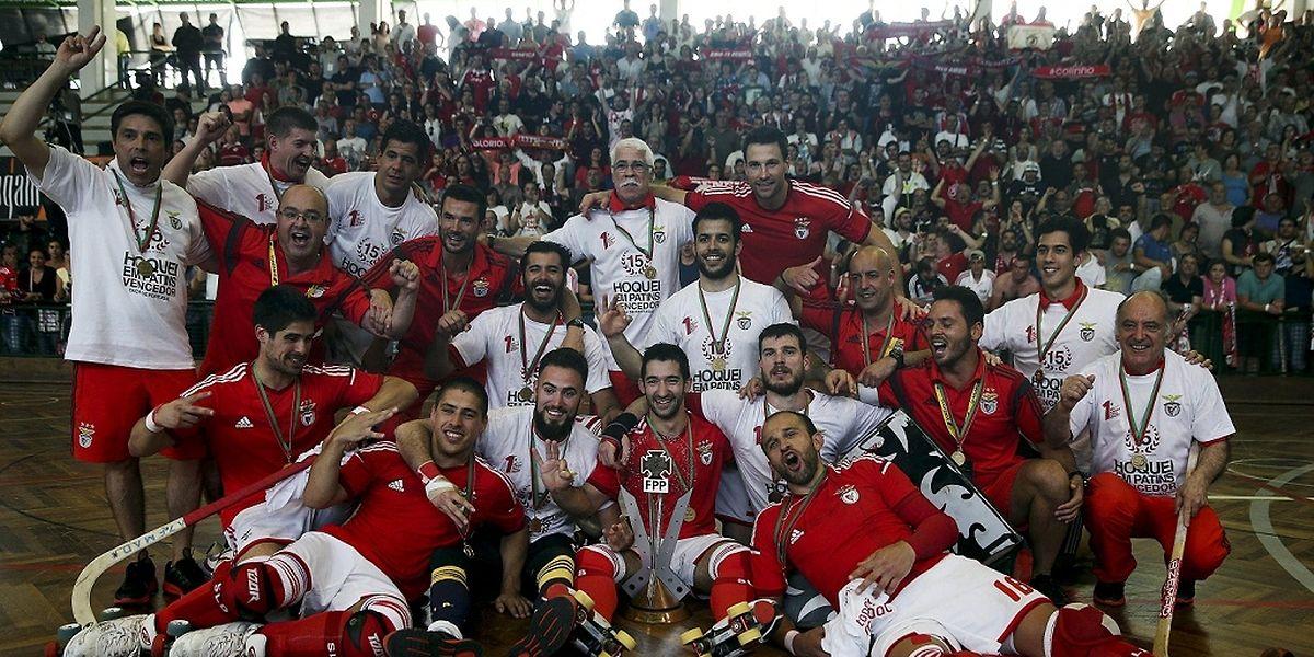 """A equipa do Benfica conseguiu a """"dobdarinha"""""""