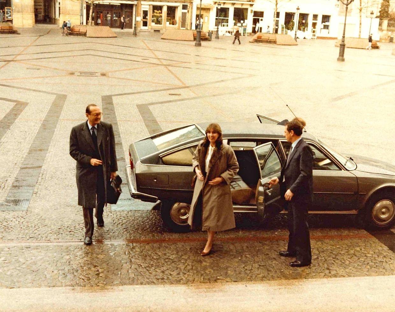 28 mars 1985. Lydie Polfer a été accueillir Jacques Chirac à sa descente de son jet privé au Findel. Ils arrivent au Knuedler.