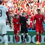 Bélgica bate Dinamarca e junta-se à Itália nos 'oitavos'