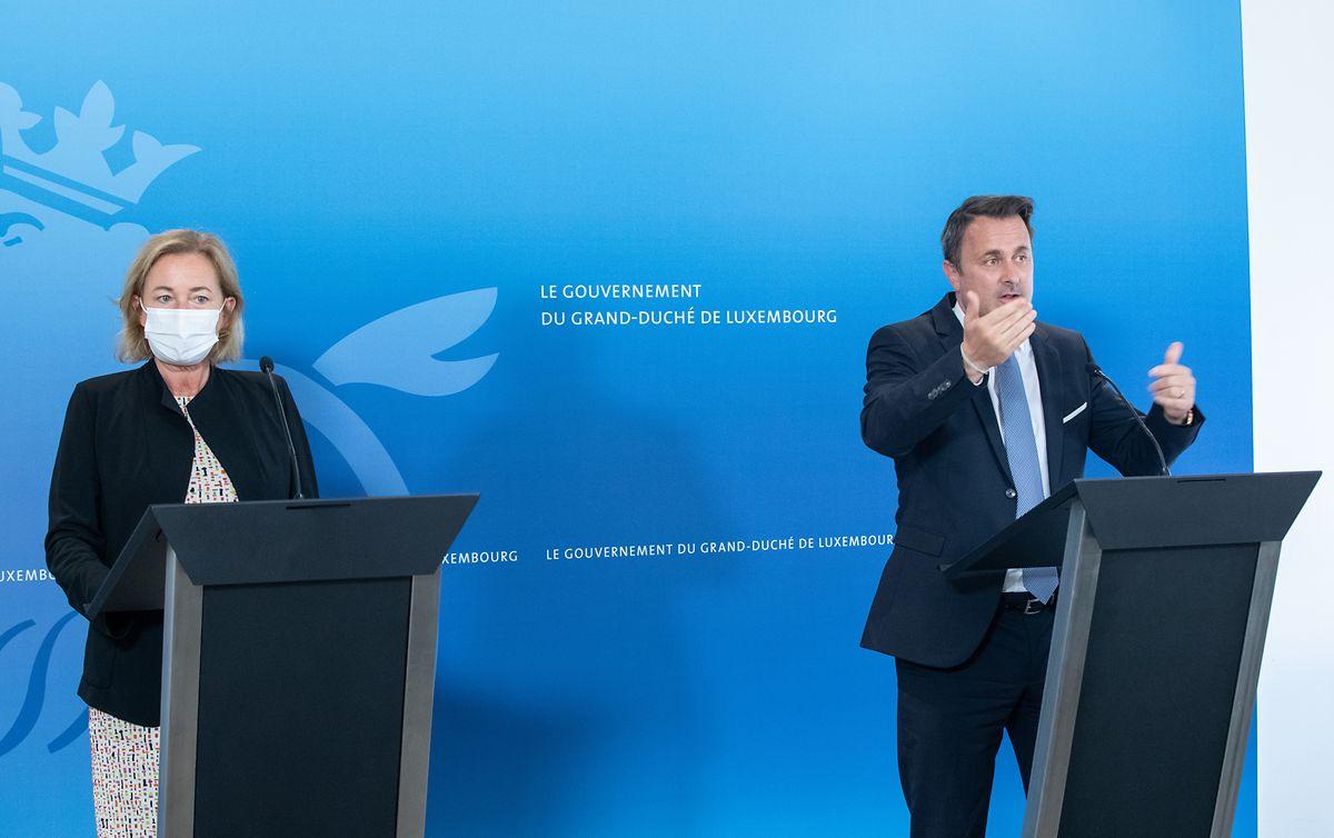 Premier Xavier Bettel und Gesundheitsministerin Paulette Lenert verteidigten die Lockerungen, richteten gleichzeitig  aber einen dringenden Appell an die Bevölkerung, sich an die Regeln zu halten.