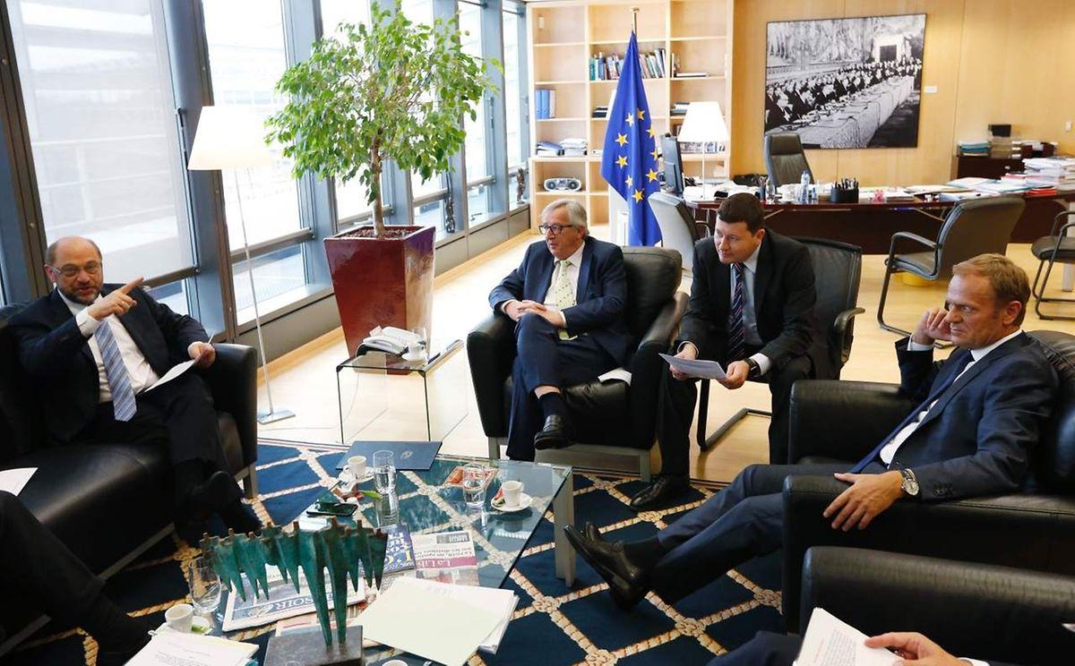Krisensitzung in Brüssel: EP-Präsident Martin Schulz, EU-Kommissionschef Jean-Claude Juncker, Junckers Kabinettchef Martin Selmayr und EU-Ratspräsident Donald Tusk bei ihrem Gespräch, an dem auch der niederländische EU-Vorsitzende Mark Rutte teilnahm.