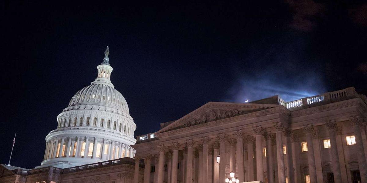 Der Regierungsstillstand war in der Nacht zum Samstag ausgelöst worden, weil es keinen Kompromiss für ein Anheben der Schuldenobergrenze gab.