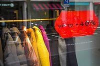 Geschäfte bereiten sich auf die Wiedereröffnung vor - Soldes, Solden - Foto: John Schmit