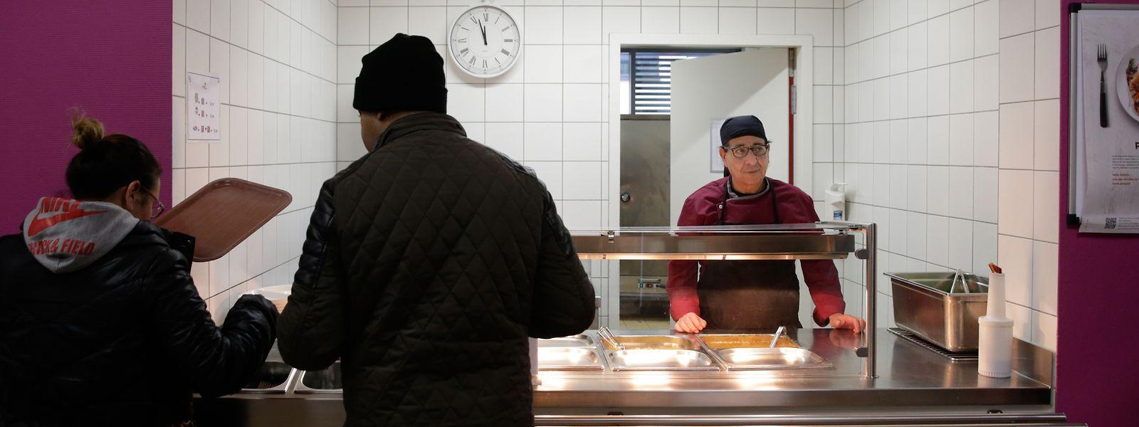 Signe important de la dégradation de la situation d'une frange de la population, l'arrivée de «nouveaux visages» au sein des restaurants sociaux du pays traduit les effets de la crise sur les plus fragiles.