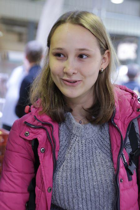 Die 17-jährige Sarah Goedert will auf der Messe herausfinden, welche Universitäten auf Naturwissenschaften spezialisiert sind.