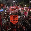 Bolsonaro lidera sondagem apesar dos protestos nas ruas paulistas.