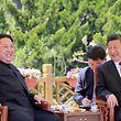 Kim und Xi setzten ihre neue Freundschaft vor Reportern in Dalian demonstrativ in Szene.