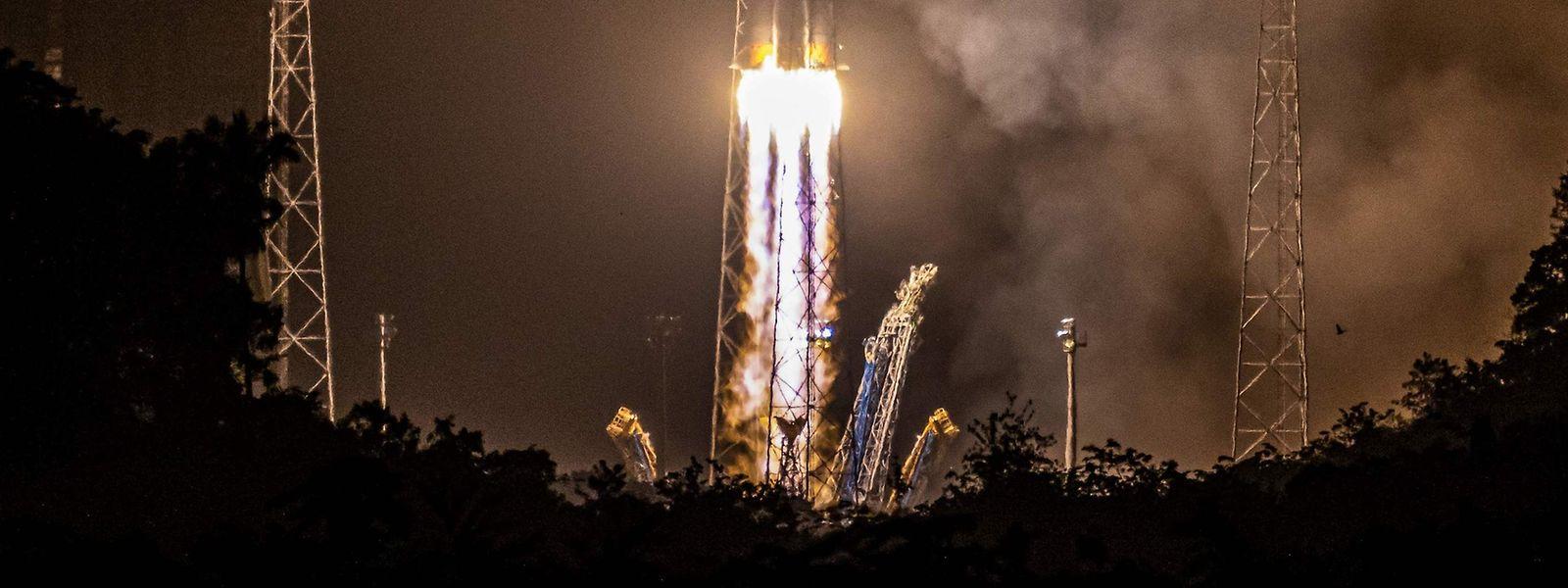 Die Sojus-Rakete hob am Mittwoch vom Weltraumbahnhof Kourou in Französisch-Guyana ab.