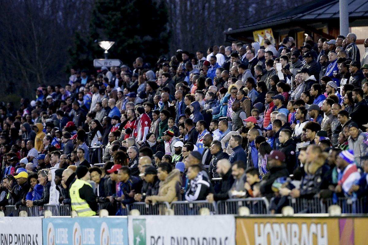 Über 2000 Fans, hauptsächlich kapverdianische, waren nach Hesperingen gekommen.