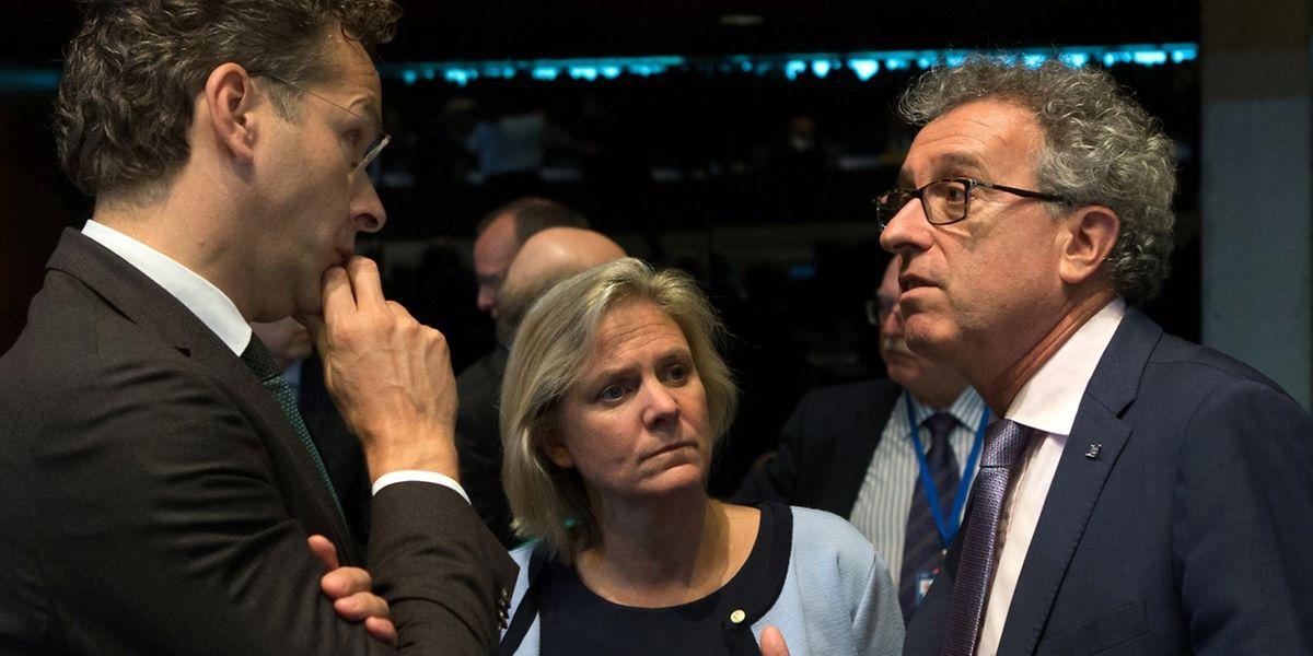 Le Ministre des Finances Pierre Gramegna (droite) face à Jeroem Dijsselbloem, President de l'Eurogroupe et Magdalena Anderson, Ministre des Finances de la Suede.