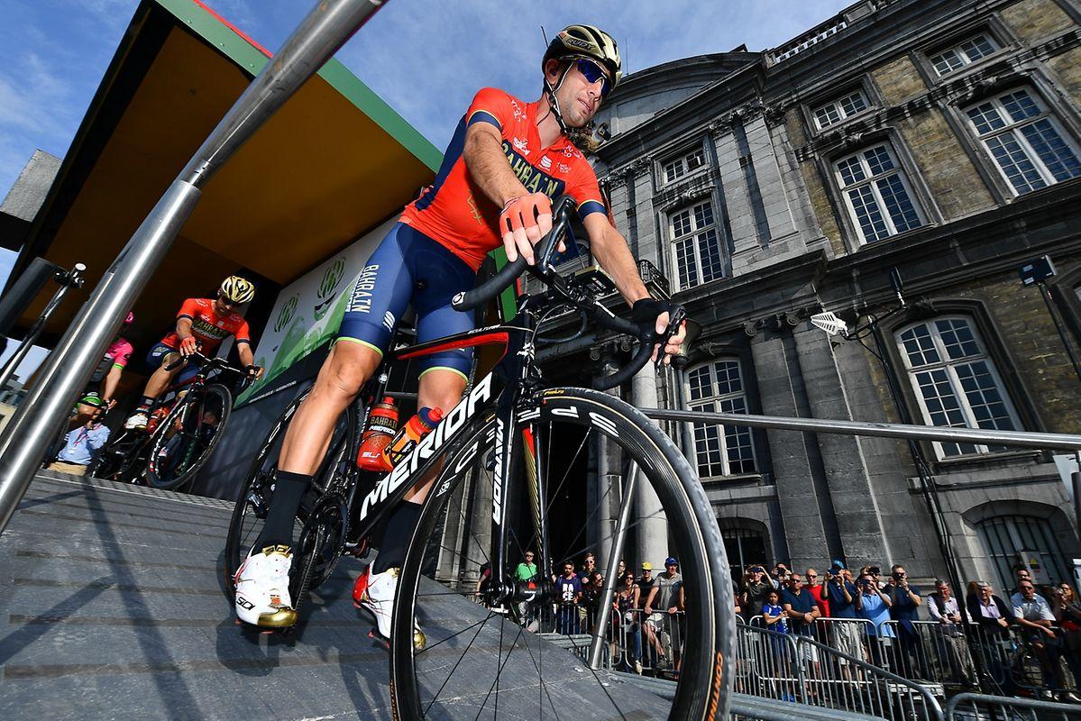Vincenzo Nibali (I/Bahrain) vor dem Start.
