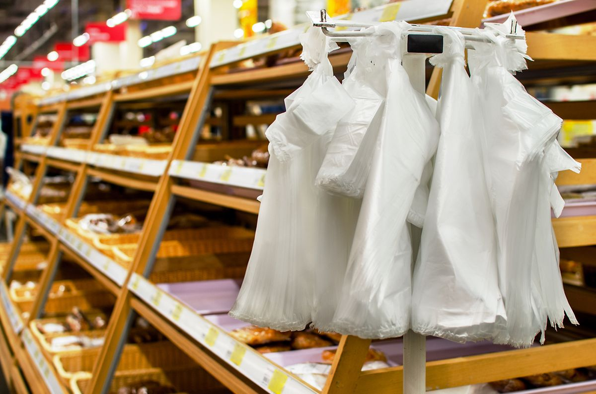 Petition draws attention to plastic bag use in supermarkets Photo: Shutterstock