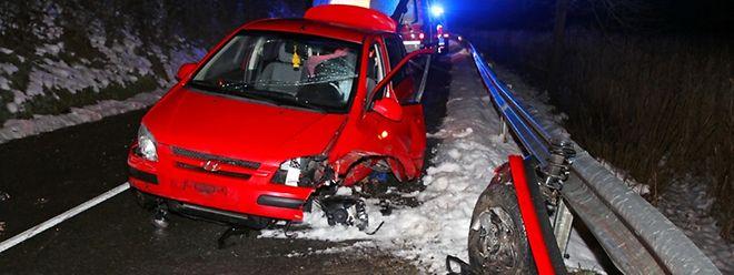 Angesichts des komplett zerstörten Autos hatte der Fahrer großes Glück.