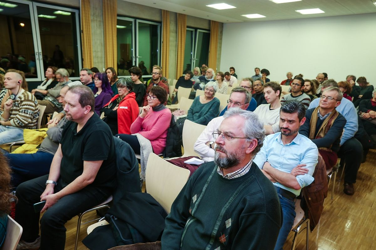 Un public averti a suivi la soirée de solidarité avec les inculpés.