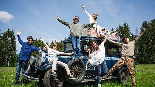Famille argentine fait le tour du monde depuis 18 ans avec Oldtimer - Photo : Pierre Matgé