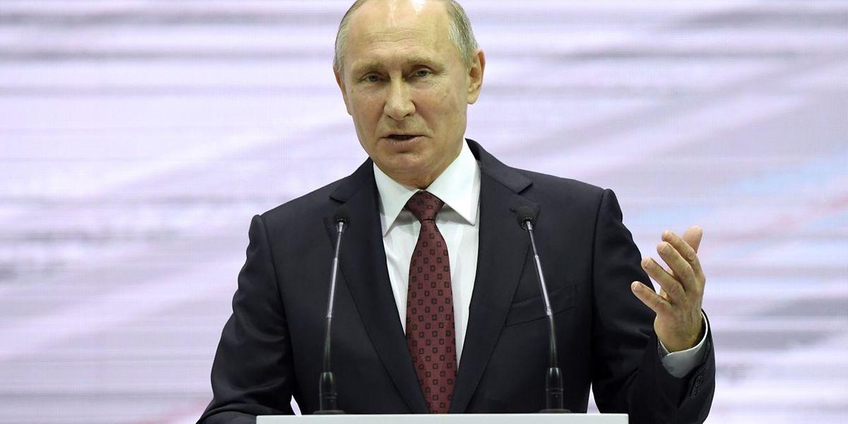 Cette annonce très attendue met fin à des mois de suspense et de tergiversations du Kremlin sur les intentions de M. Poutine.
