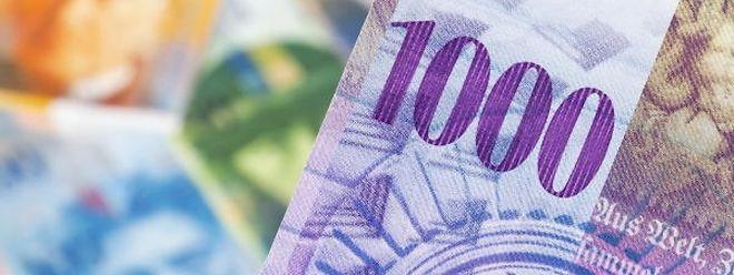 """Die bunten Scheine auf dem Bild sind sicher keine Regionalwährung. Es sind Schweizer Franken. Wie der """"Beki"""" aussehen wird, weiß bislang nur Patricia Lippert."""