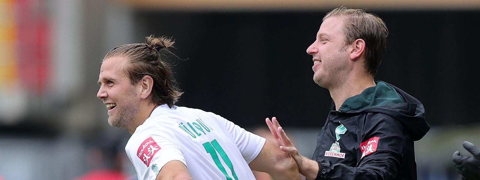 Niclas Füllkrug und Trainer Florian Kohfeldt freuen sich über den klaren Sieg in Paderborn.